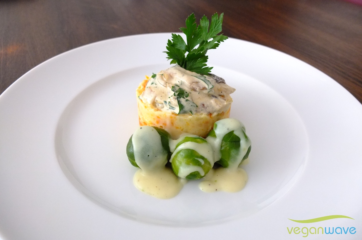 Kartoffel-Möhren-Stampf-Türmchen an Rosenkohl