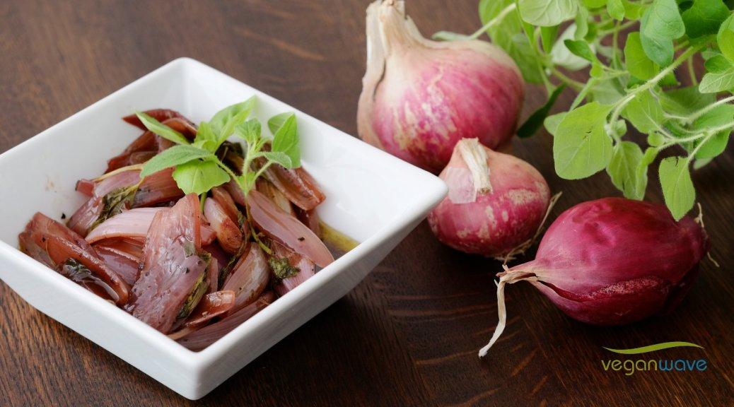 Rote Zwiebeln mit Balsamico-Rotwein-Jus
