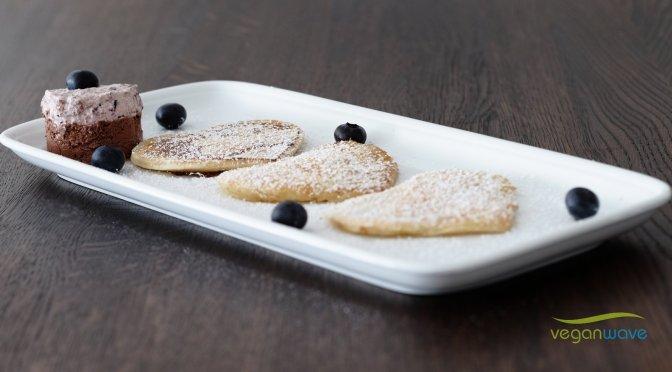 Pfannekuchen mit Heidelbeerensahne