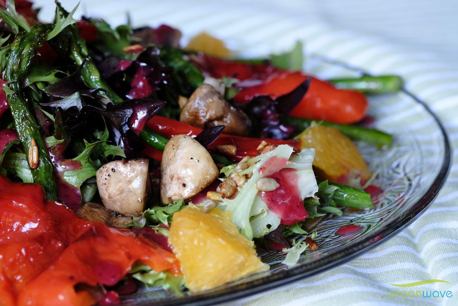 Gemischter Salat mit Preiselbeerdressing