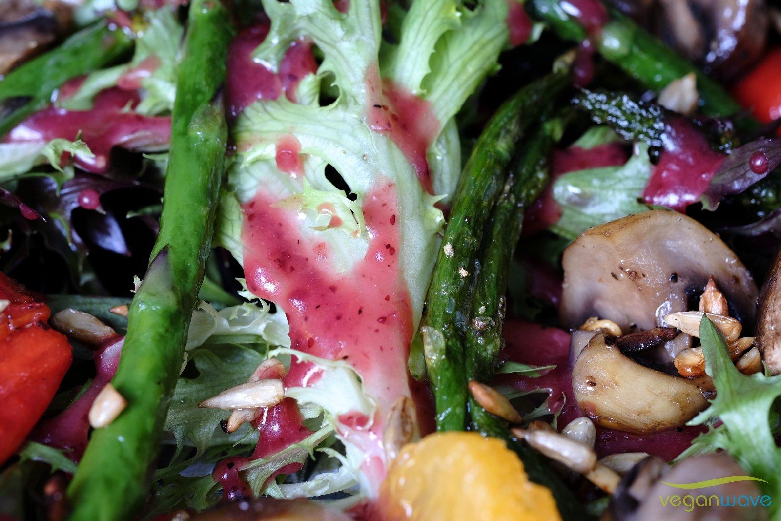 Gemischter Salat mit Preiselbeerendressing