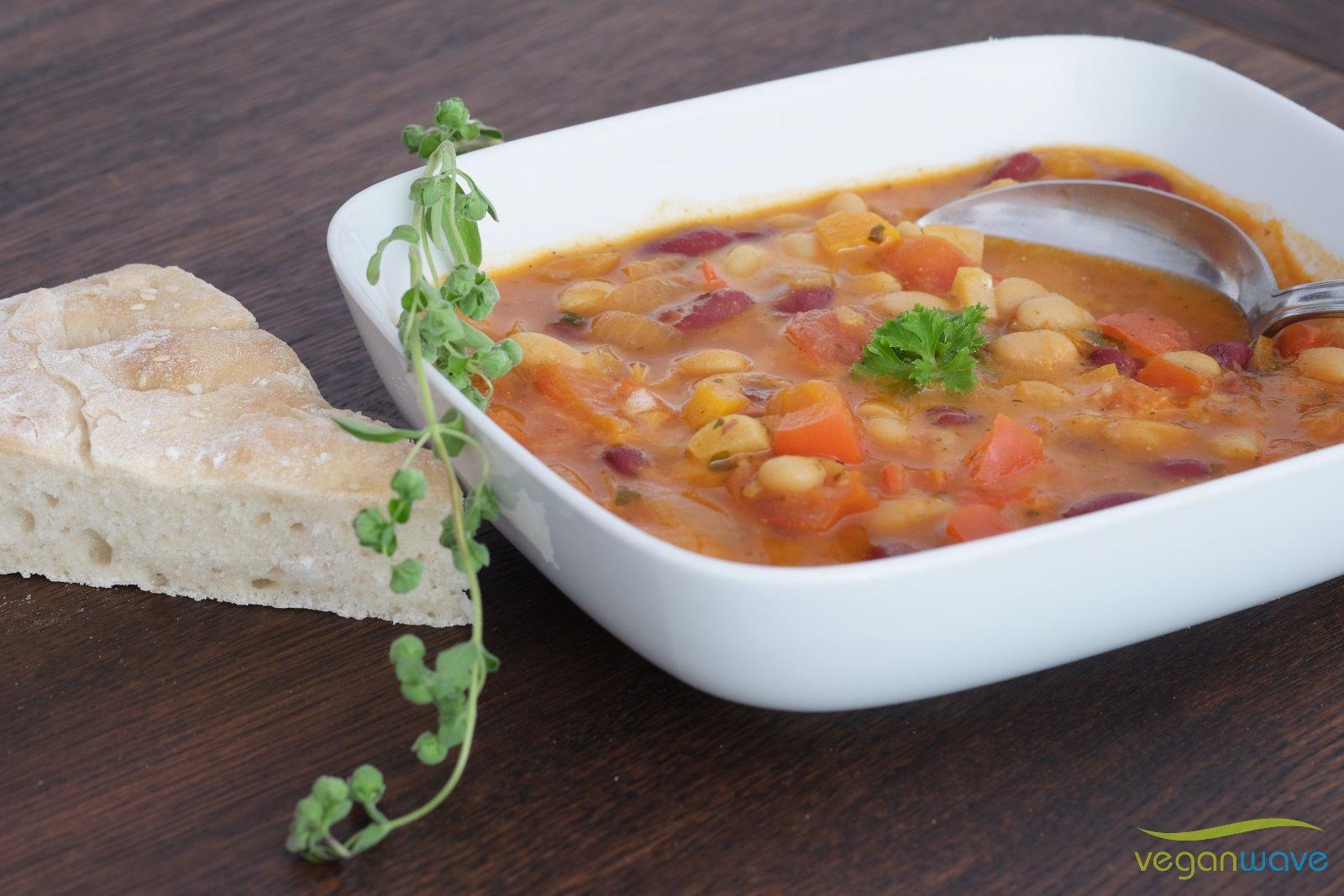 Vegane serbische Bohnensuppe