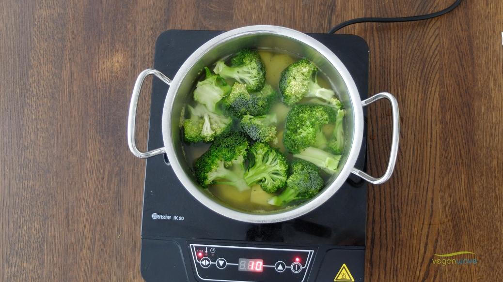 Vegane Broccolicremesuppe