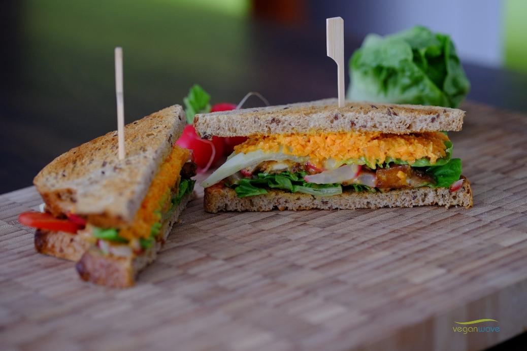 Herzhaftes veganes Sandwich