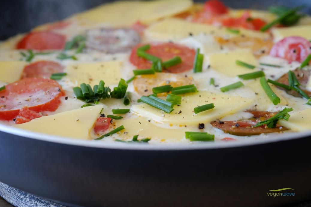 Veganes herzhaftes Omelette