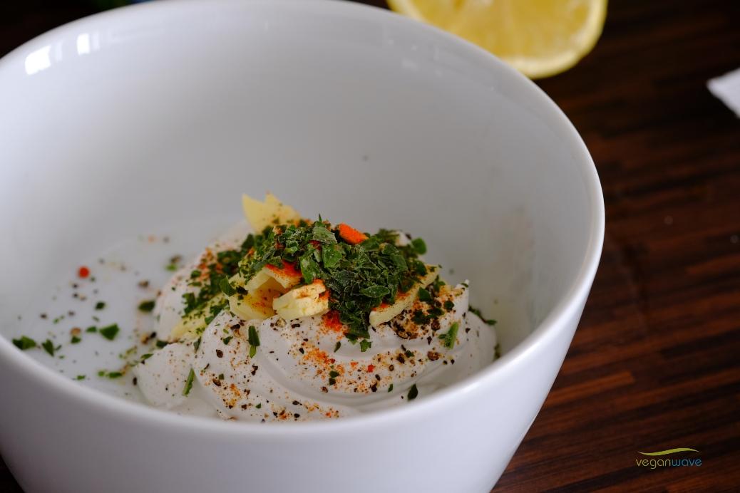 Vegane gefüllte überbackene Gemüseröllchen